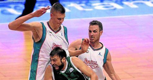 El Baloncesto Sevilla se fajó ayer en el Carpena, donde dejó una buena impresión pese a la derrota.