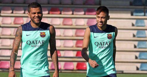 Dani Alves y Neymar tienen en el aire su participación en el último partido del año.