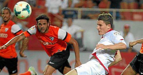 Gameiro hace el 1-1 de cabeza en el último Sevilla-Málaga.