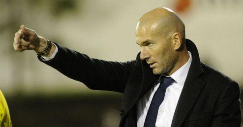 Zidane dando instrucciones durante un partido del Real Madrid Castilla