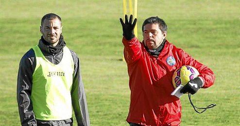 Cosmin Contra, durante un entrenamiento del Getafe con Lacen.