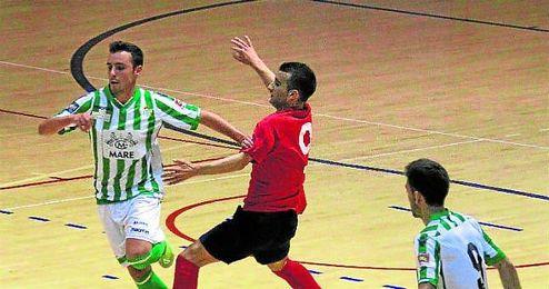 La polémica surgida después de un penalti a favor de los verdiblancos derivó en la expulsión del capitán local.