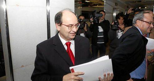 José Castro a su llegada a la Junta General de Accionistas.