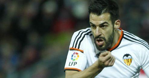 Negredo celebra su primer gol con el Valencia.