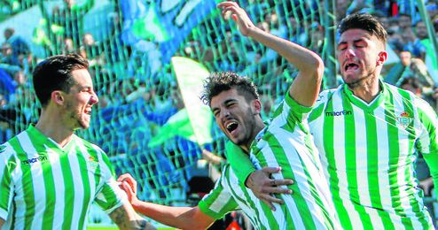 Dani Ceballos celebra su gol frente al Racing de Santander.