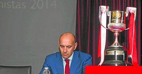 Monchi, al que también corteja el Barcelona, ha recibido esta semana la insignia de oro y brillantes del Sevilla.