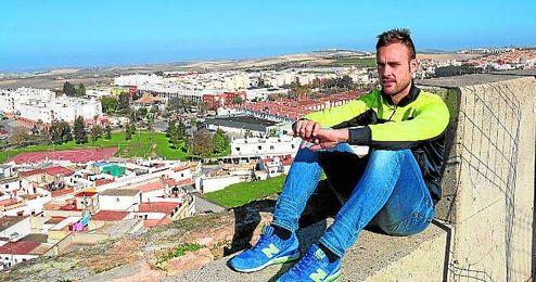 El exsevillista Juan Cala posa para ESTADIO Deportivo en su Lebrija natal, donde se entrena a la espera de que se abra el mercado invernal.