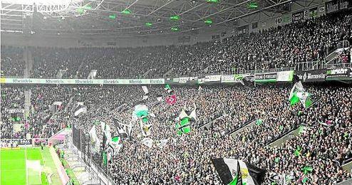 Aspecto que suelen mostrar las gradas del Borussia Park en cada una de las citas importantes del ´Gladbach´.