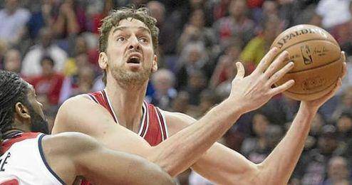 Pau en una acción durante un encuentro con los Bulls.