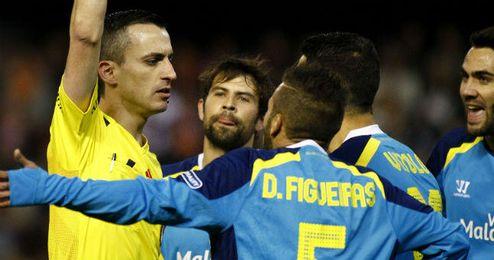 Los partidos entre Valencia y Sevilla siempre suelen tener la polémica por medio