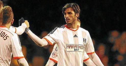 Bryan Ruiz celebra un tanto con el Fulham.