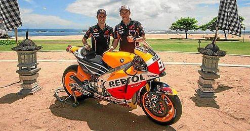 Pedrosa y Márquez, con la nueva Honda para 2015.
