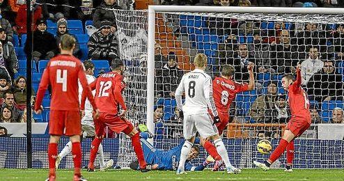 Iago Aspas bate a Casillas tras una gran jugada de Vitolo