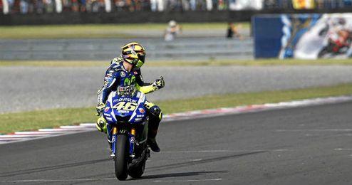 Rossi, tras pasar línea de meta.