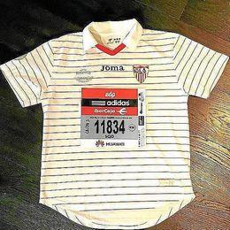 Escudé mostró en Instagram la camiseta con la corrió la prueba.
