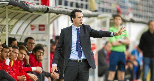 Emery, durante el partido en Ipurúa.