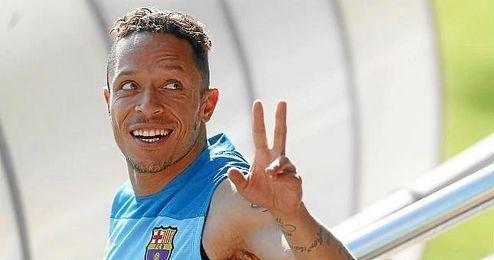 Adriano, en un entrenamiento del Barcelona.