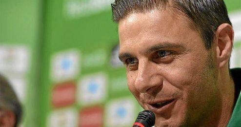 Joaqu�n, durante su presentaci�n con el Betis.