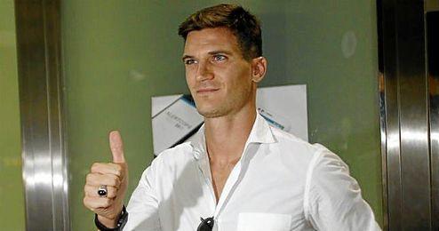 Andreolli, a su llegada ayer a Sevilla.