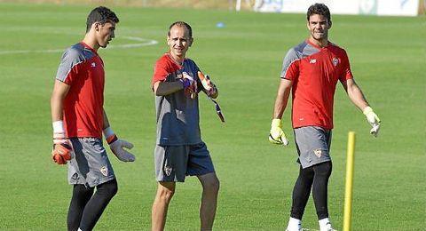 Juan Soriano (derecha), junto a David Soria y Javi Garc�a en la sesi�n de ayer.
