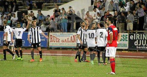 Los jugadores de la ´Balona´ celebran el gol que les dio la victoria ante el Recre.
