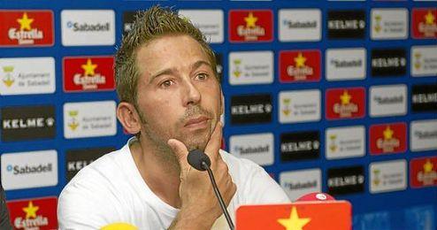 Raúl Tamudo, duranta una rueda de prensa en el Sabadell.