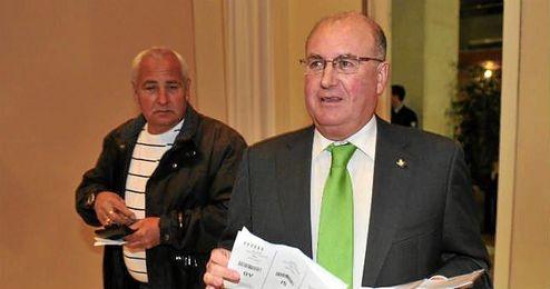 Manolo Castaño, en una Junta General de Accionistas del Betis.