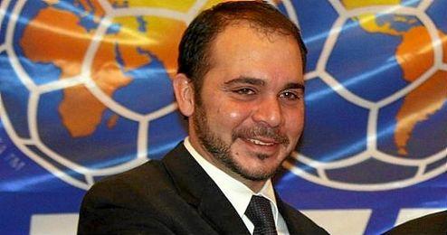 Es vicepresidente de la FIFA desde 2011 y fue el único rival de Joseph Blatter en las última elecciones.
