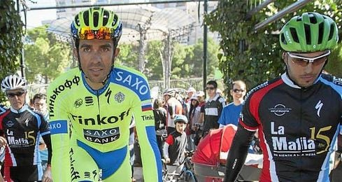 Alberto Contador durante ´Pedaladas Solidarias´ en Zaragoza este año.