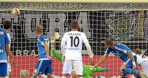 Imagen de uno de los tres goles del Hamburgo al M´Gladbach.