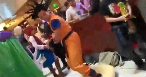 (Vídeo) Goku viajando en su nube voladora