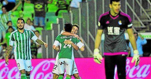 Su primer gol como profesional fue al Real Madrid y a Casillas.