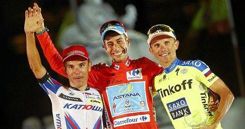 Purito Rodr�guez, junto a Aru y Majka en el podio.