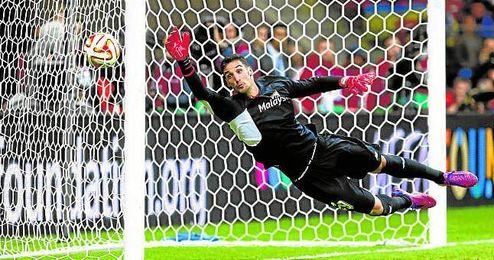 El canterano Sergio Rico, que defendió la portería sevillista durante la final de la Europa League ante el Dnipro en Varsovia, volverá a la titularidad en Champions.