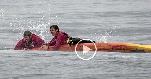 (Vídeo) Una piragua está a punto de ser aplastada por una ballena