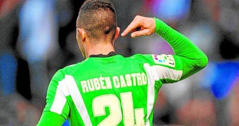 Rubén Castro pasó con más pena que gloria por el Deportivo, pero ya es una leyenda en el Betis.