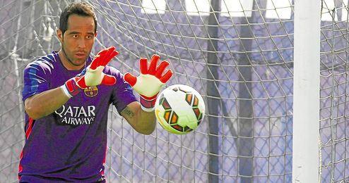 Claudio Bravo espera reaparecer en Sevilla.