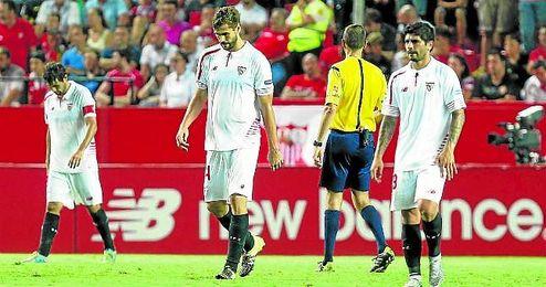 Imagen del partido ante el Atlético de Madrid en Nervión.