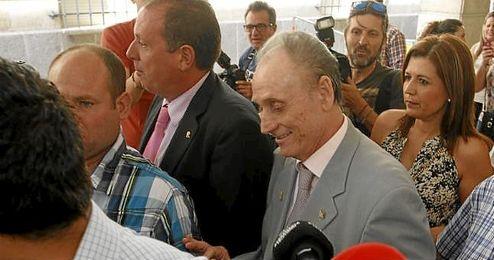 Manuel Ruiz de Lopera, para quien la Fiscal�a pide tres a�os de c�rcel, dispuesto a vender sus acciones del Betis.