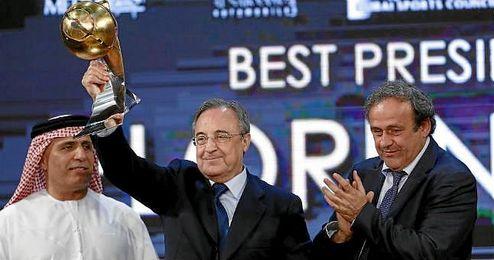 Platini opta a ser nuevo presidente de la FIFA tras los escándalos.