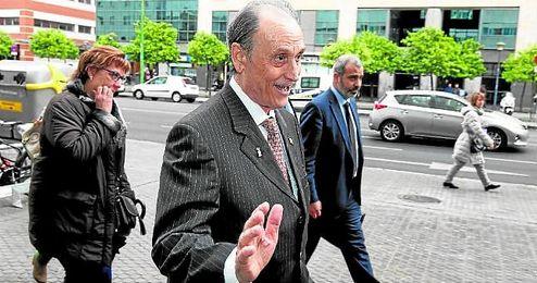 El empresario Manuel Ruiz de Lopera, en una de sus visitas a los juzgados de Sevilla, donde tiene varias causas pendientes.