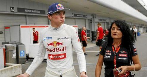 Con la sanci�n, ganan una posici�n el brit�nico Jenson Button (McLaren), el sueco Marcus Ericsson (Sauber) y el brasile�o Felipe Nasr (Sauber).