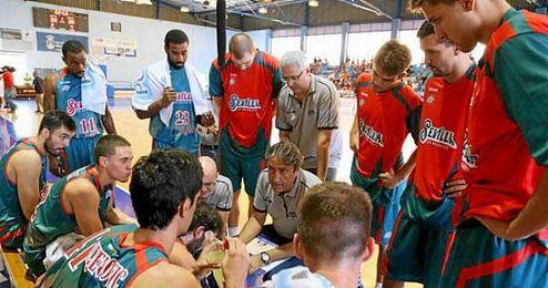 La punter�a de Nachbar permiti� al Baloncesto Sevilla irse con ventaja al descanso (37-33).