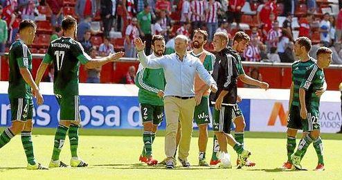 El entrenador bético destaca el trabajo de todo el equipo en la segunda parte.