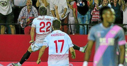 Konoplyanka celebra su gol ante el Rayo Vallecano.