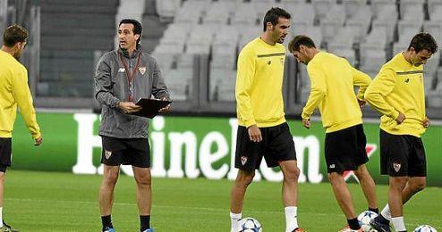 Emery, en el entrenamiento de ayer en el Juventus Stadium.