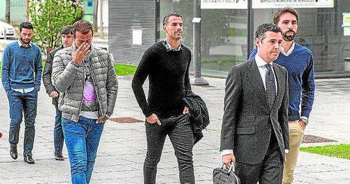 Molina, Amaya y Figueras a la salida de los juzgados cuando acudieron a declarar.