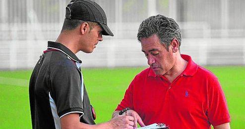 Serrano (derecha) conf�a mucho en su equipo.