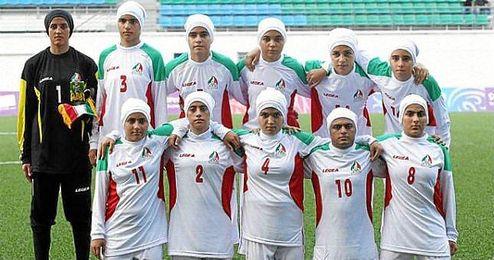 iran-femenina-hombres-estadio-deportivo.