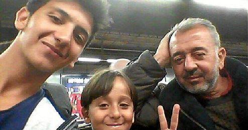 Osama Abdul Mohsen junto a su familia.